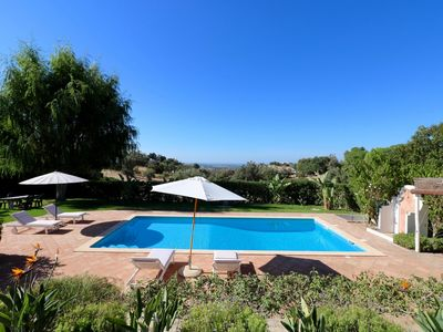 Stunning 5 bedroom villa with heated pool, sea views and free Wi-Fi in Almancil