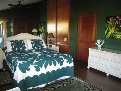 SECOND BEDROOM - QUEEN BED, BEAUTIFULLY APPOINTED, ACCESS TO  LANAI, OCEAN VIEW