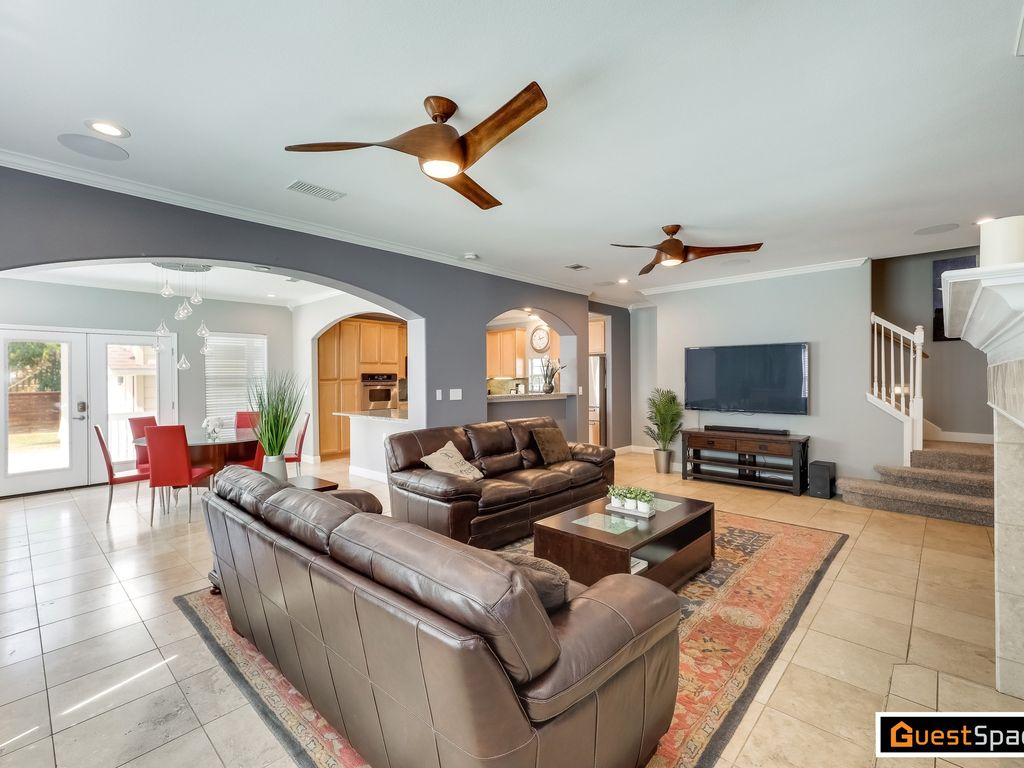 Charming 3BR/3BA with Master Retreat-Ideal Austin Location!
