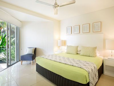 2 bedroom Apartment - Main Bedroom with king bed