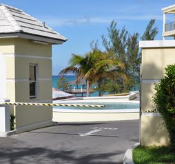 Nassau & Paradise Island townhome photo - 24-hour security guard