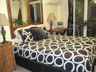 2 sided glass Bedroom. Queen Bed w/ memory foam. Private bath. Perfect view!