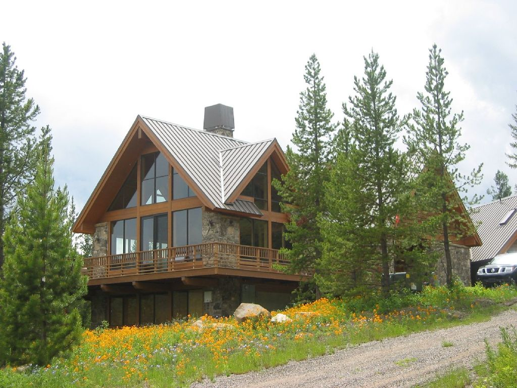 Private location on twenty beautiful acres in vrbo for Big sky cabin rentals