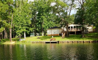 Relaxing, beautiful lakefront retreat close to Houston.  NEW---WIFI AND HBO.