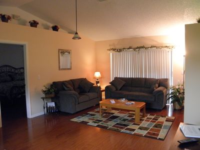 "Crescent Lakes house rental - Livingroom w/ 42"" flat screen tv/dvd player"