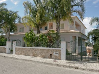 House, 1070 square meters, close to the beach