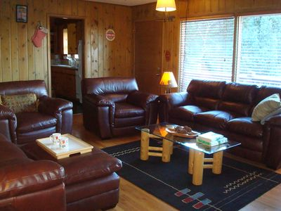NEW LEATHER FURNITURE IN THE LIVING ROOM GOOD FOR 8 GUESTS