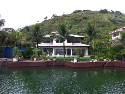 Luxury beach house with pool, terrace and channel for boats of up to 55 feet