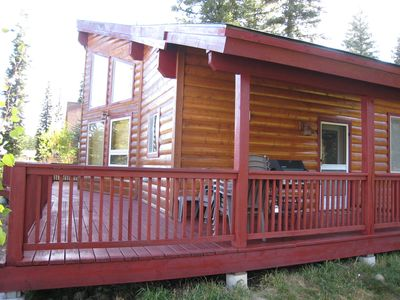 Bellflower Pines- Welcoming log style home with amenities.