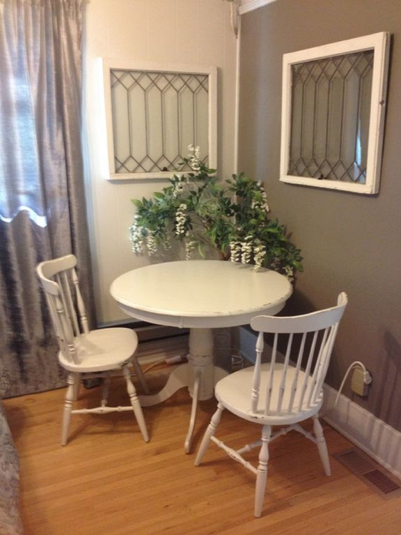 Sunny vintage style updated apartment  - In the Heart of the University District
