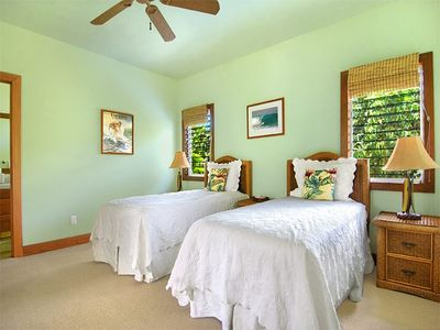 Ahe Lani Second Bedroom with Two Twin Beds and Private Bathroom