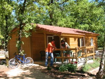 A detached holiday home in a holiday park with many facilities. The park is in the verdant heart of the Lot Region.