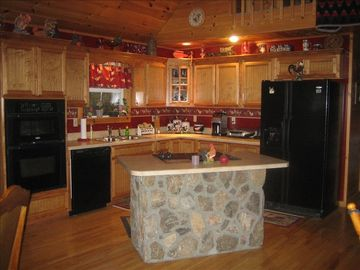 Beautiful Kitchen, built in Microwave and oven. Glass top in island