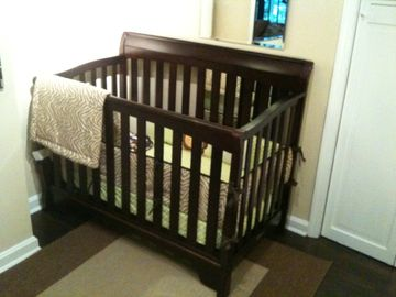 Full sized crib. A high chair is also provided.