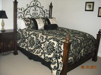 Queen Master Bedroom-Upstairs-has full Bath attached