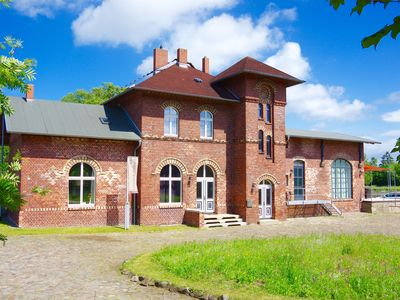 Monumental station building with 3 apartment and exclusive amenities  -  'Stellwerk' im Urlaubsbahnhof.de