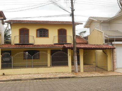 House with 4 suites, balcony and barbecue 200m beach center. Disp. Carnival
