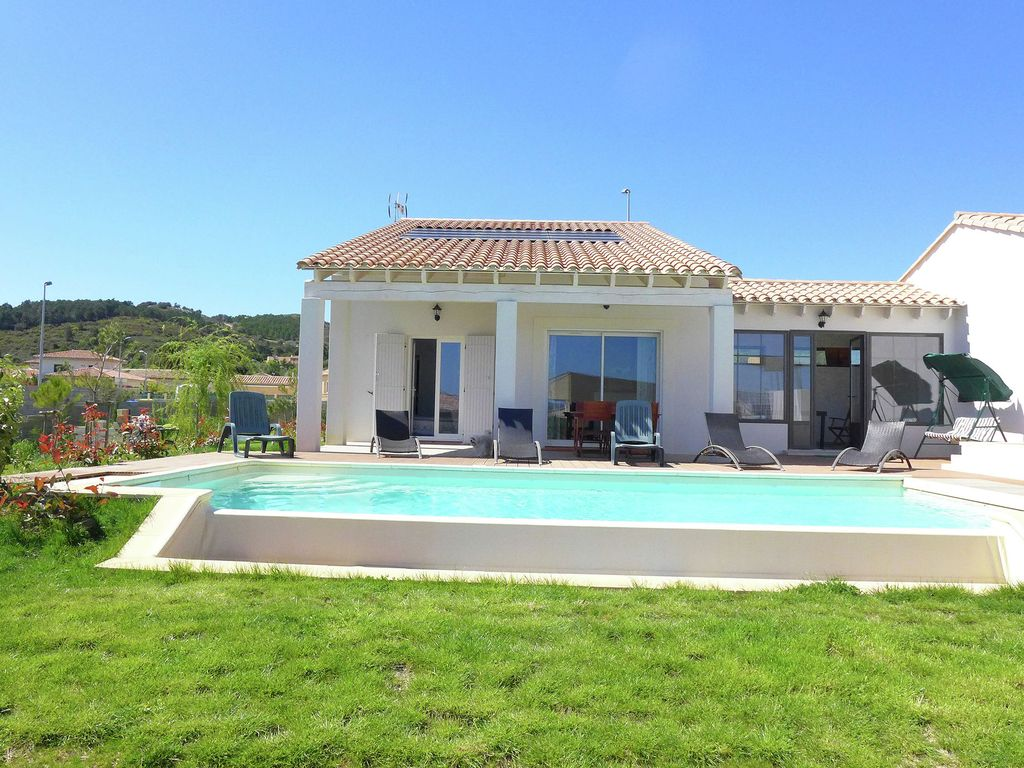 Accommodation near the beach, 100 square meters, with pool