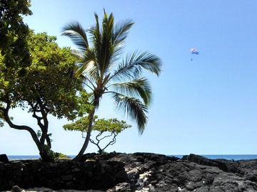 Captain Cook apartment rental - Parasailing on the Big Island.