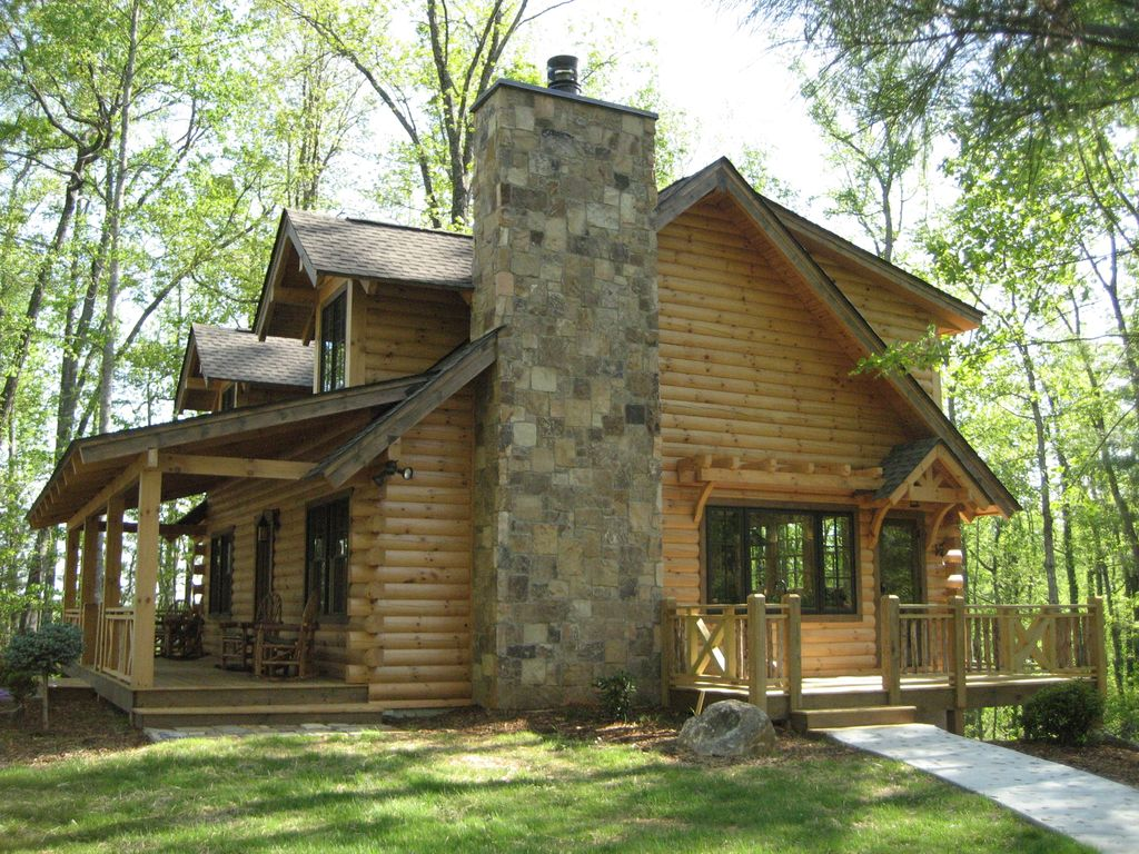 Luxury custom log cabin with spa bathroom homeaway for Custom luxury log homes