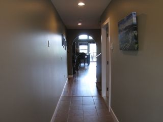 Shuswap Lake townhome photo - front main floor entrance with archway