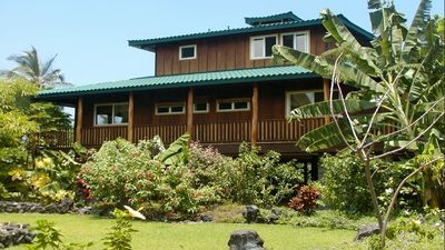 Manini Point House at Kealakekua Bay.