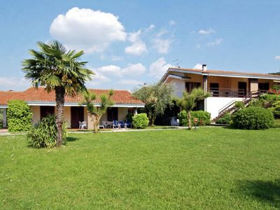 An apartment in a quiet location 1.6 km from Lake Garda