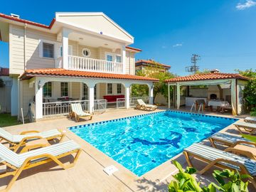 Villa Eliz: Large Private Pool, A/C, WiFi, Car Not Required