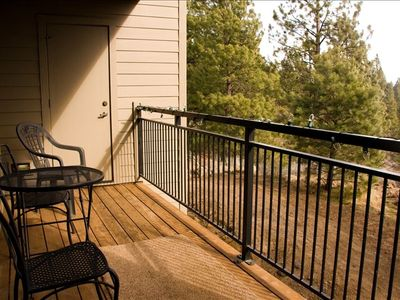 Relax on the balcony overlooking the Deschutes National Forest