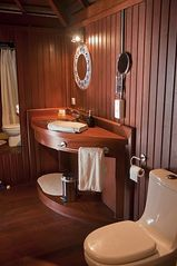 Built-in bathroom with shower - Moorea bungalow vacation rental photo