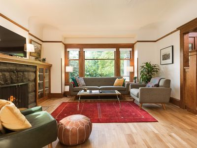 Beautiful Craftsman in Quiet Upscale Neighborhood Minutes from Downtown