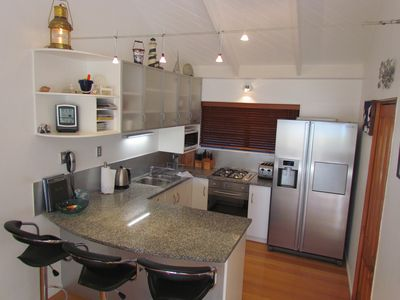 Fully equipped granite kitchen with ice maker