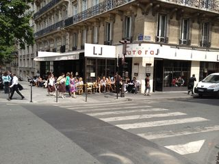 8th Arrondissement Champs Elysees apartment photo - Café lateral just acroos the road to enjoy a quick lunch on a sunny terrasse
