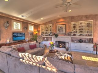 Sedona villa photo - Wood-Burning Fireplace, Flatscreen TV, Southwest Art & Collectibles