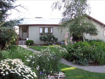 Hood River farmhouse rental - front of cottage-spring