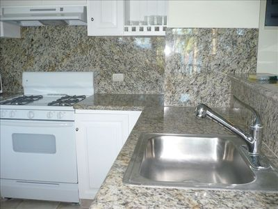 Update Top of the Line Granite Kitchen with full stocked appliances, new in 2010
