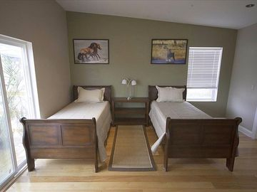 twin bed arrangement
