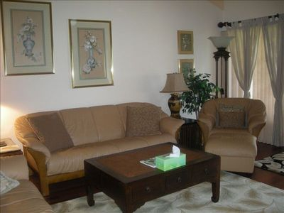 Keauhou condo rental - Soft Swedish leather living room seating.