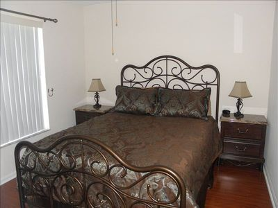 Crescent Lakes house rental - Queen Bedroom