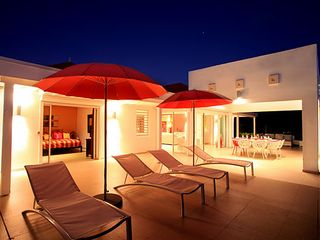 Terres Basses villa photo - night