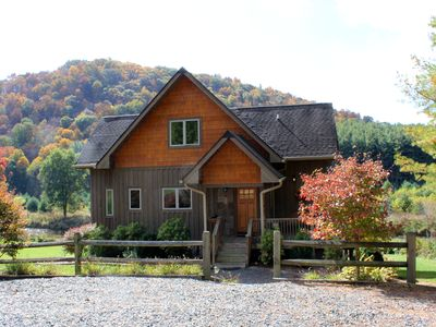Easy River Access, Fire Pit, WiFi & Covered Porch! NEW YEARS AVAILABLE!