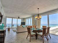 Book Nov or Dec and receive a special gift �🎊BEAUTIFUL CONDO! Amazing views!
