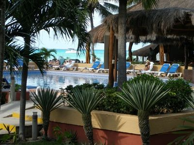 Isla Mujeres condo rental - Pool and Restaurant View