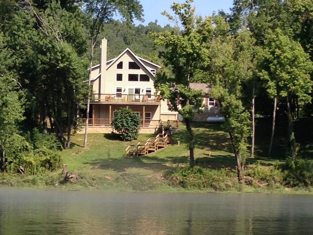 Wheatstone white river guesthouse on first vrbo for White river cabin rentals arkansas