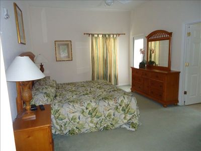 Master bedroom, king size bed, flat screen tv