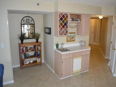 Wet bar and ice maker, fill your cooler in the condo.