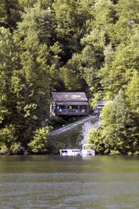 Secluded lakeshore cabin with dock