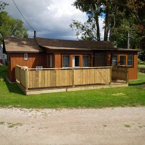 Lakeview 1 Bedroom Cottage In Colchester (SOUTH OF HARROW)