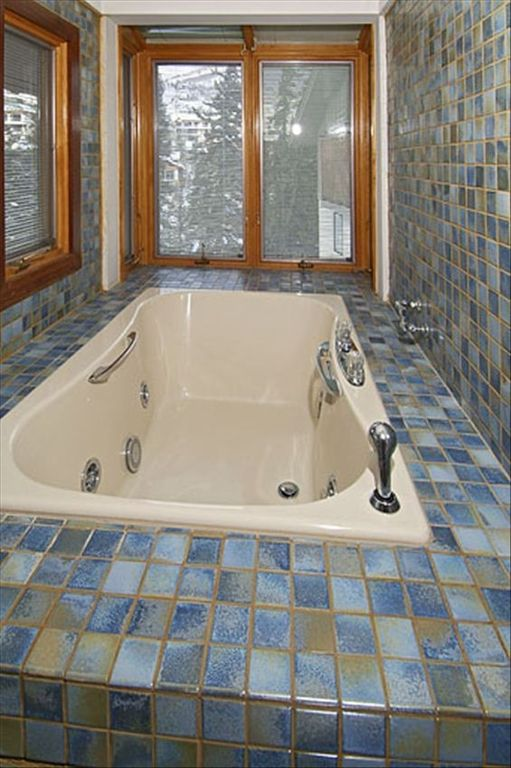 Jacuzzi bathtub off master bedroom
