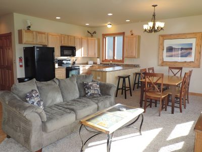 THE EAGLES NEST with SPECTACULAR MOUNTAIN & YELLOWSTONE RIVER VIEWS